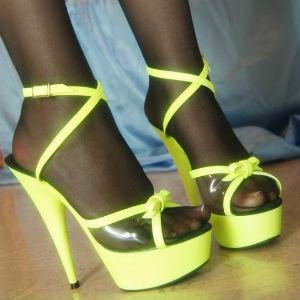 medias con zapatos abiertos