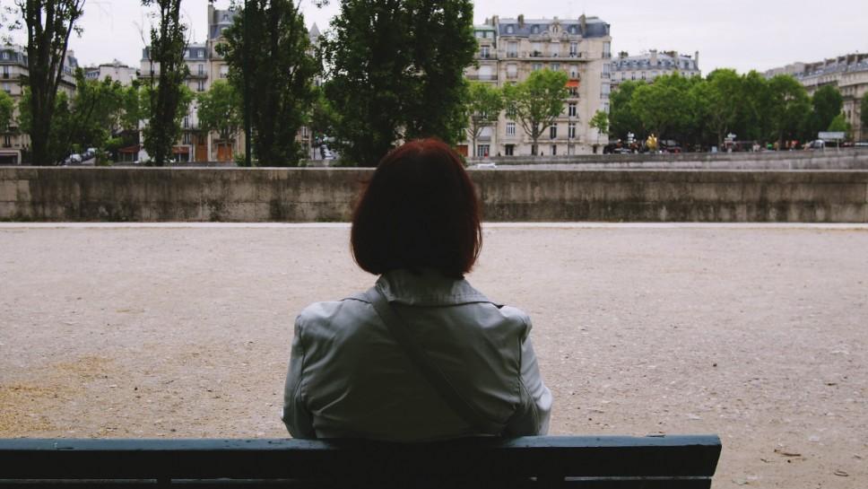 Moadiario Paris mujer dejando ir
