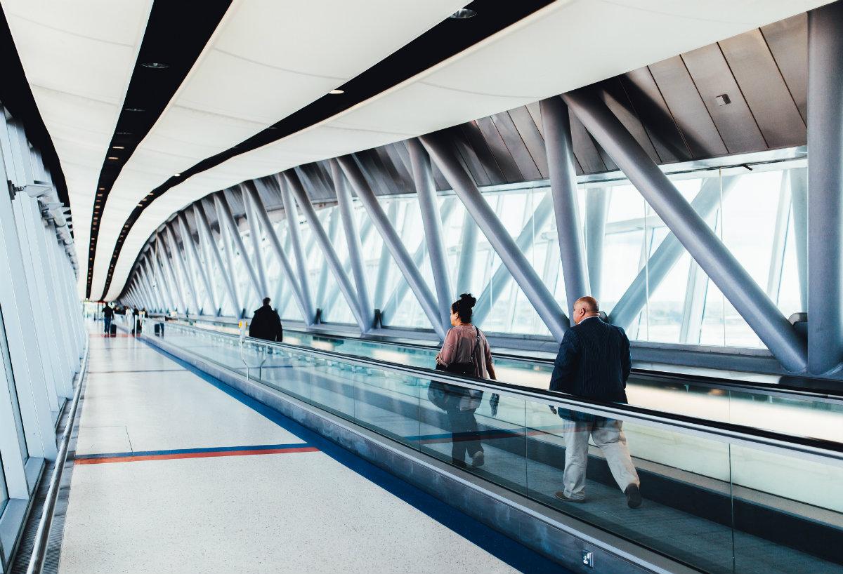 Moadiario caminar aeropuerto 1200x800