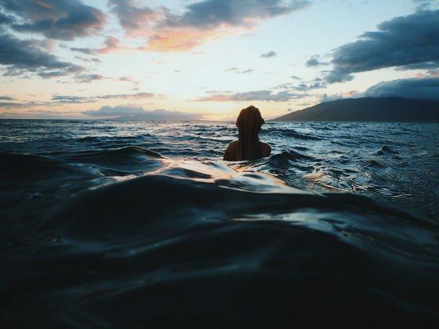 Bañarse en el mar no hay huevos